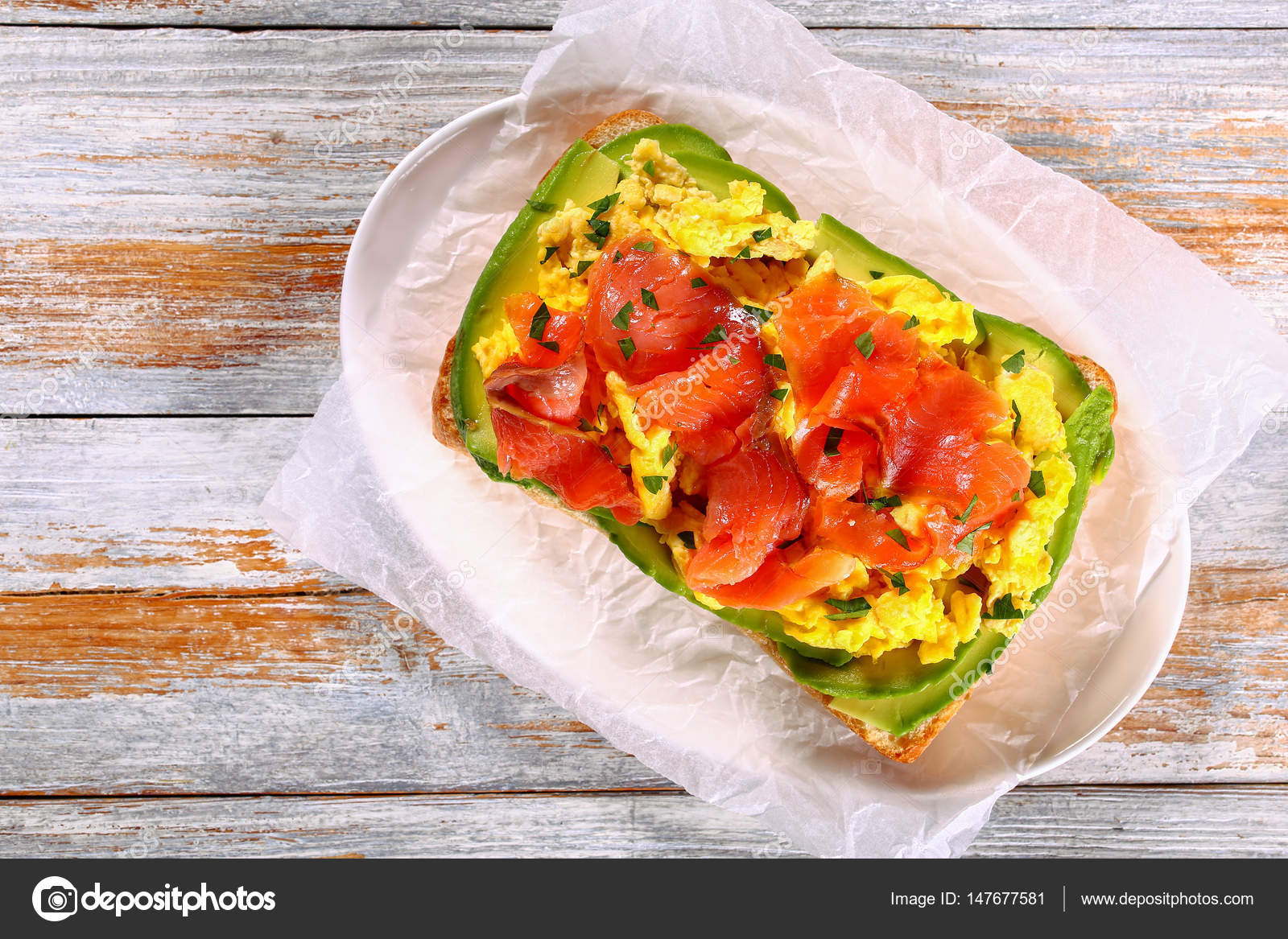 Broodje Avocado Ei Zalm Avocado Scrambled Ei Ciabatta Broodje Stockfoto
