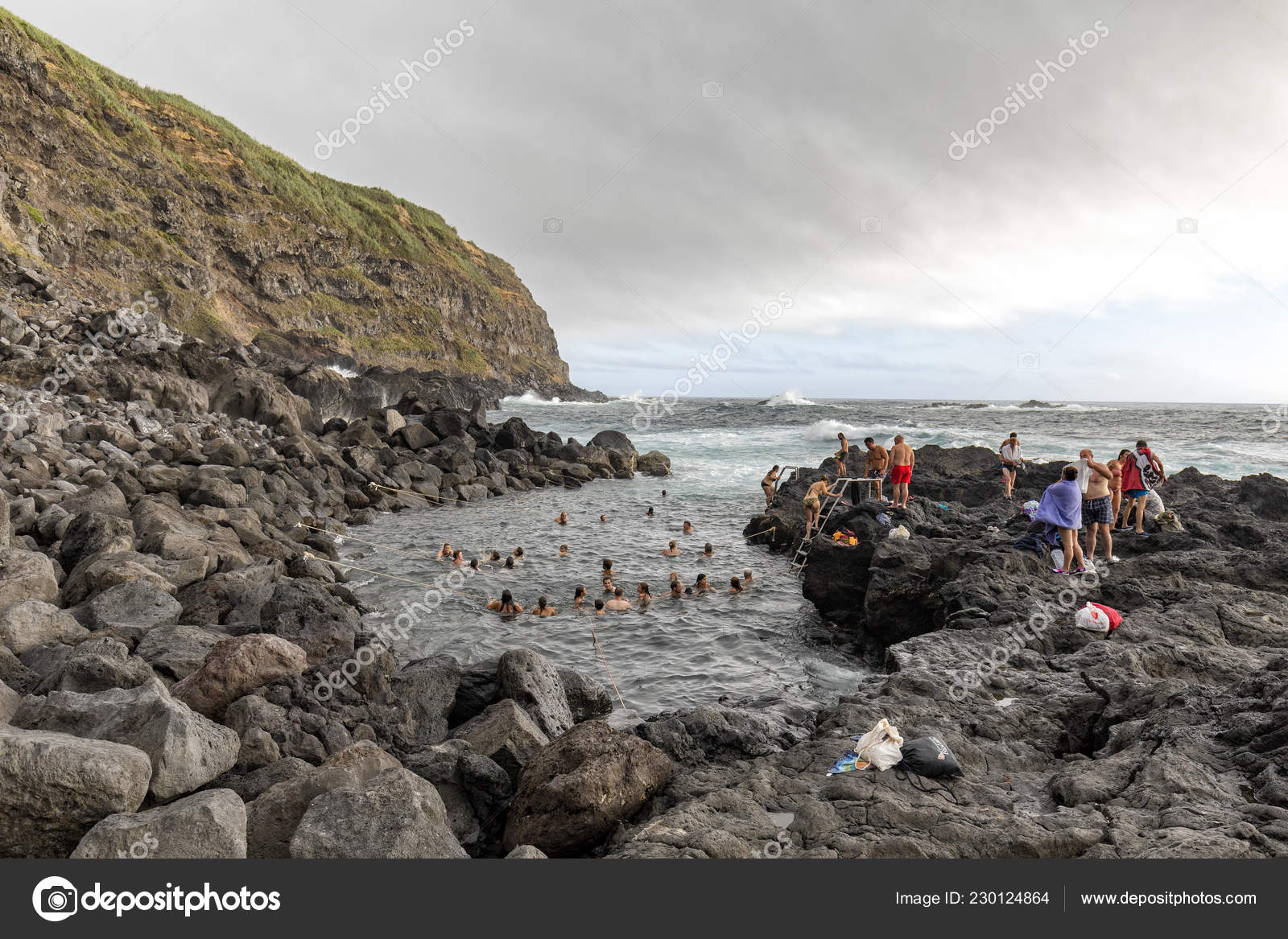 Piscina Natural Ginetes Portugal August Unidentified People Bath Ocean Hotsprings