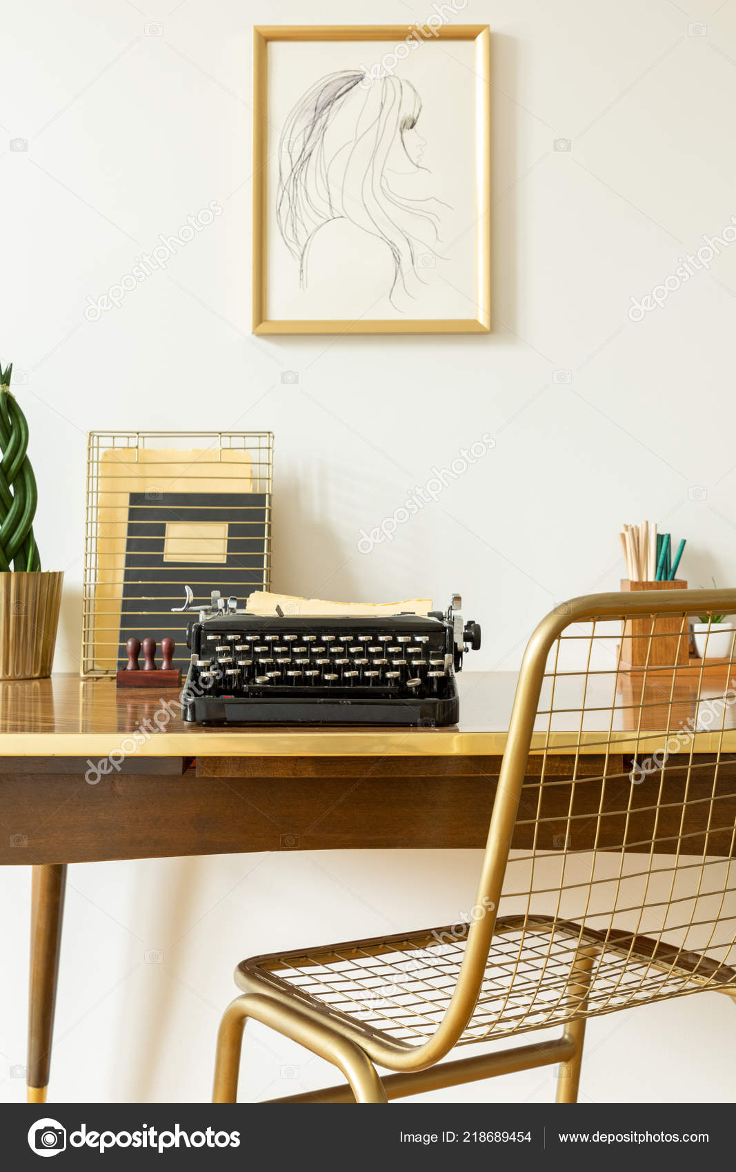 Industrial Golden Net Chair Wooden Desk Black Vintage Typewriter - Schreibtisch Organizer Gold