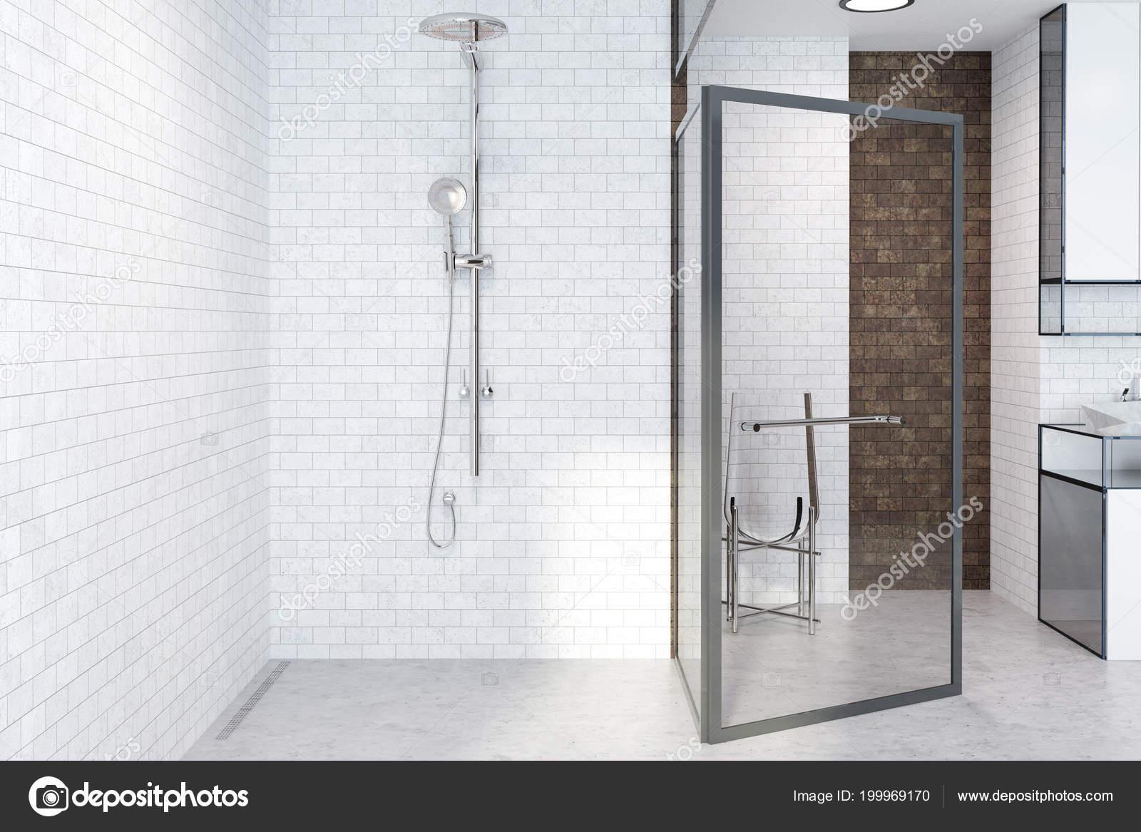 Badkamer met open douche badkamer met inloopdouche en inbouwkast