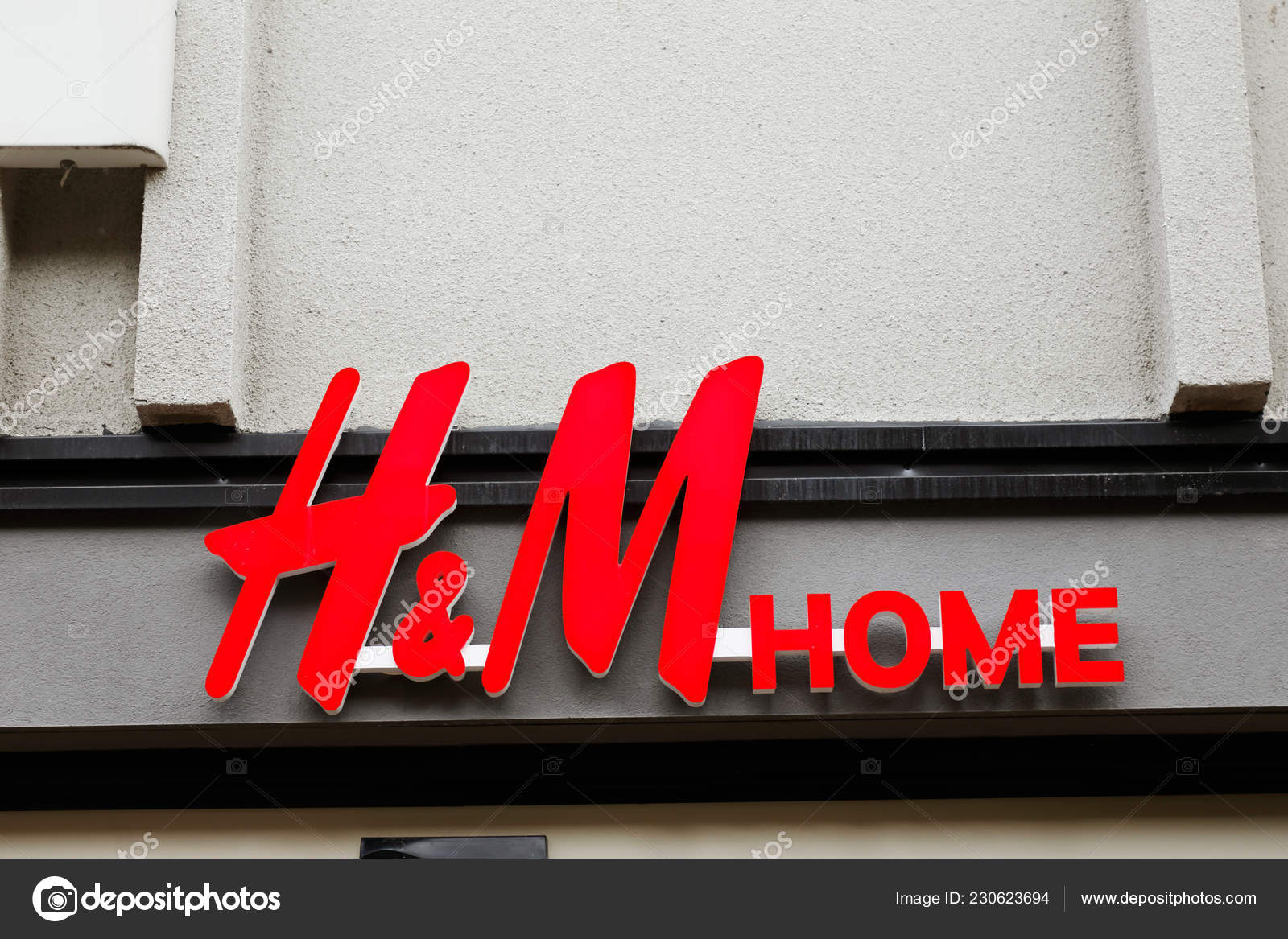 Delft H&m Vaxjo Sweden June 2018 Home Store Logo View Street Vaxjo Stock