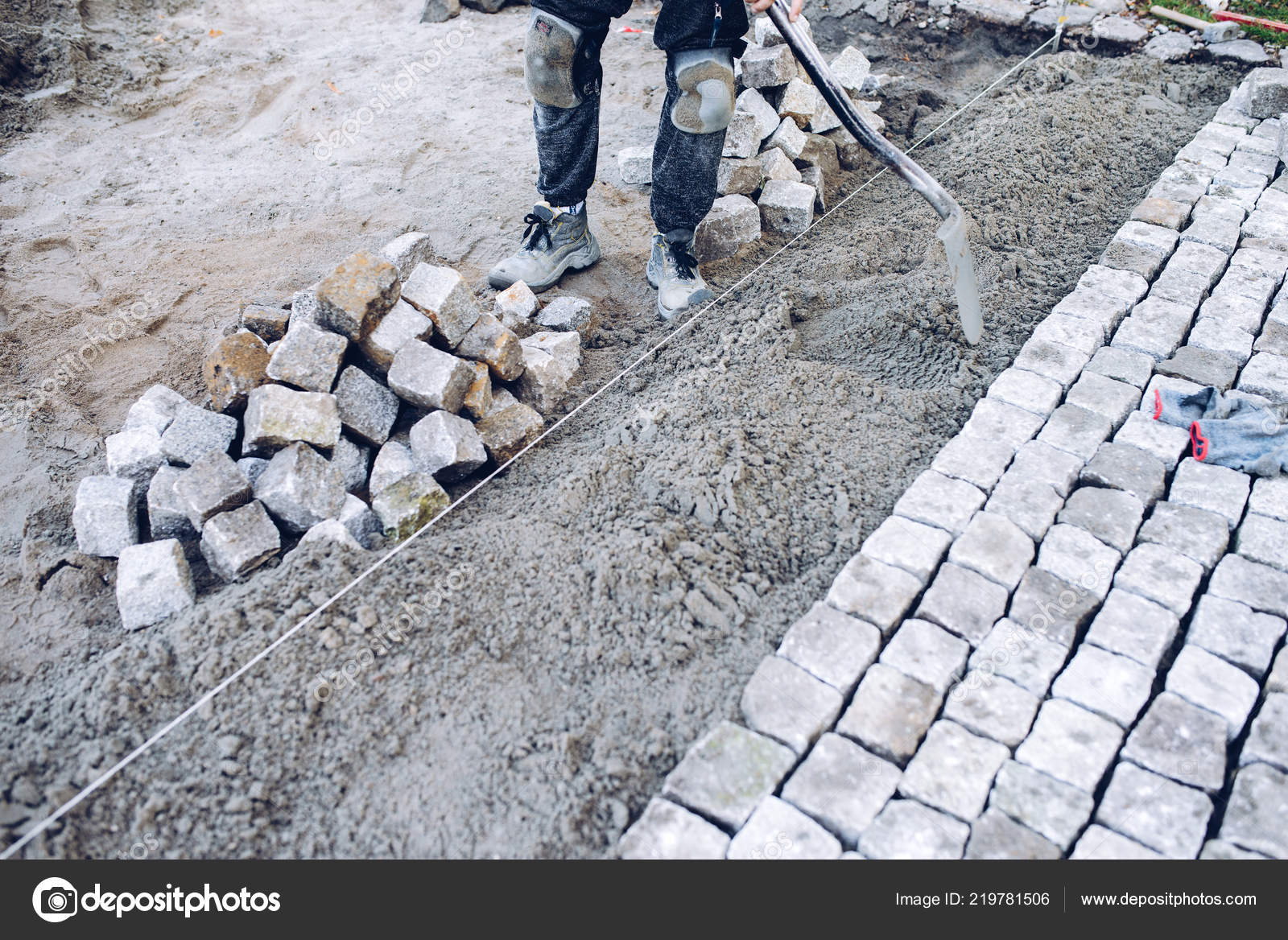 Pierre Pour Terrasse Construction Worker Placement Carrelage Pierre Pour Trottoir