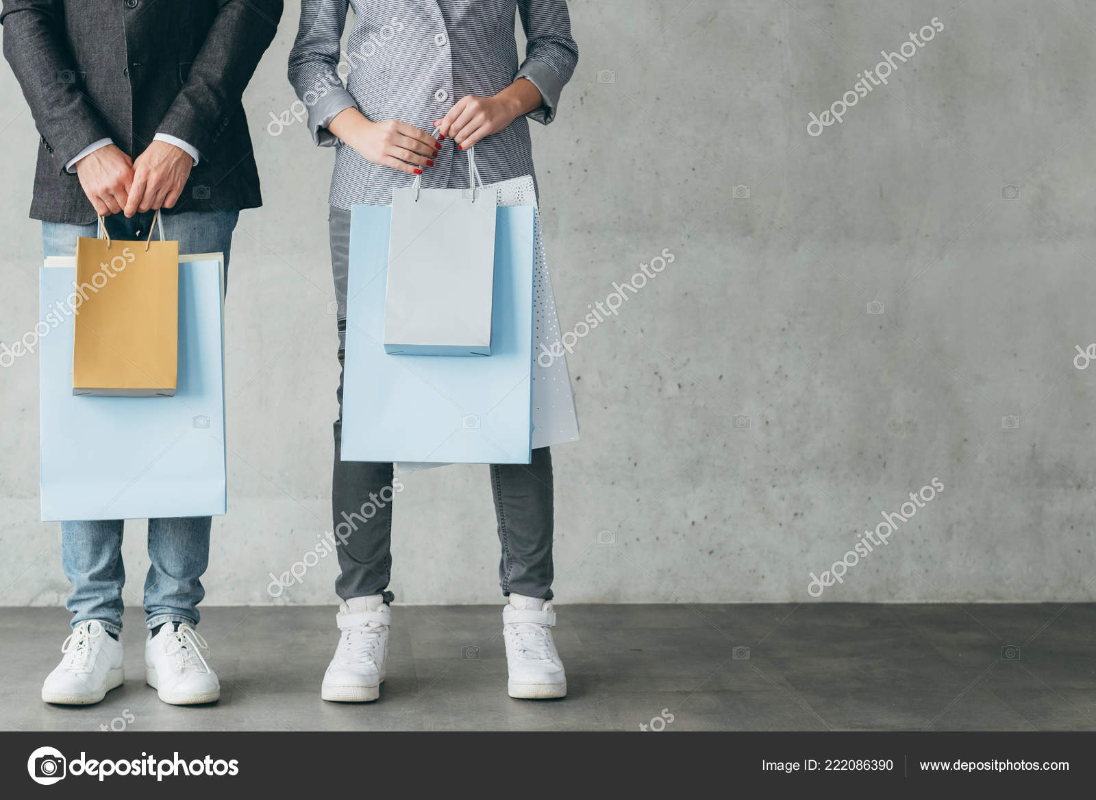 Portant Magasin Shopping Magasin Discount Vente Couple Portant Sacs Photographie