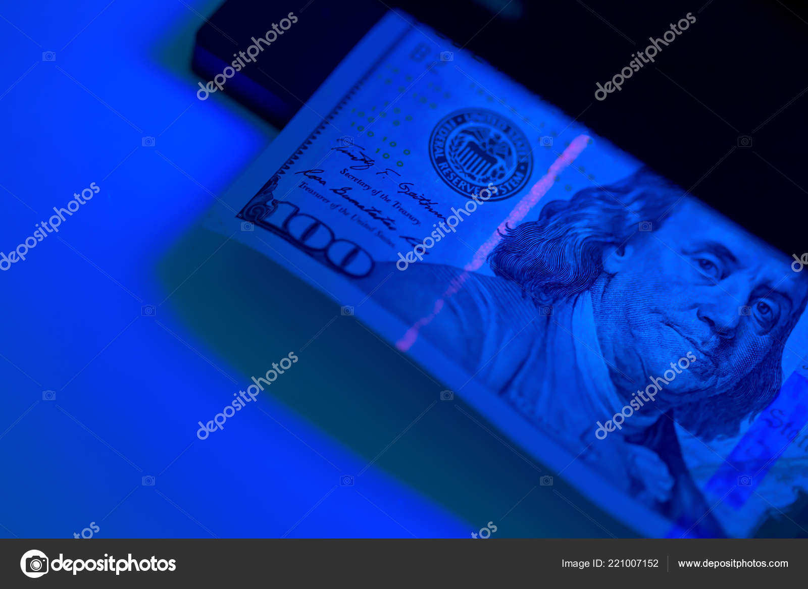 Ultraviolet Lamp Close Checking Money Ultraviolet Lamp Stock Editorial Photo