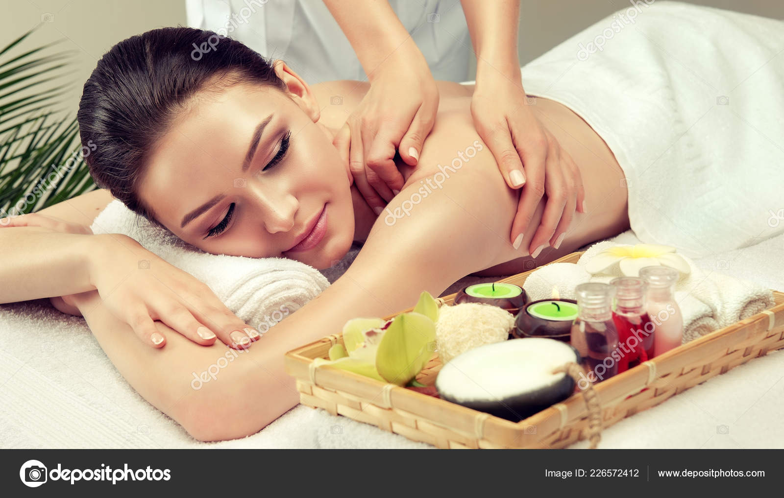 Salon Massage Body Body Massage Body Care Spa Body Massage Woman Hands Treatment