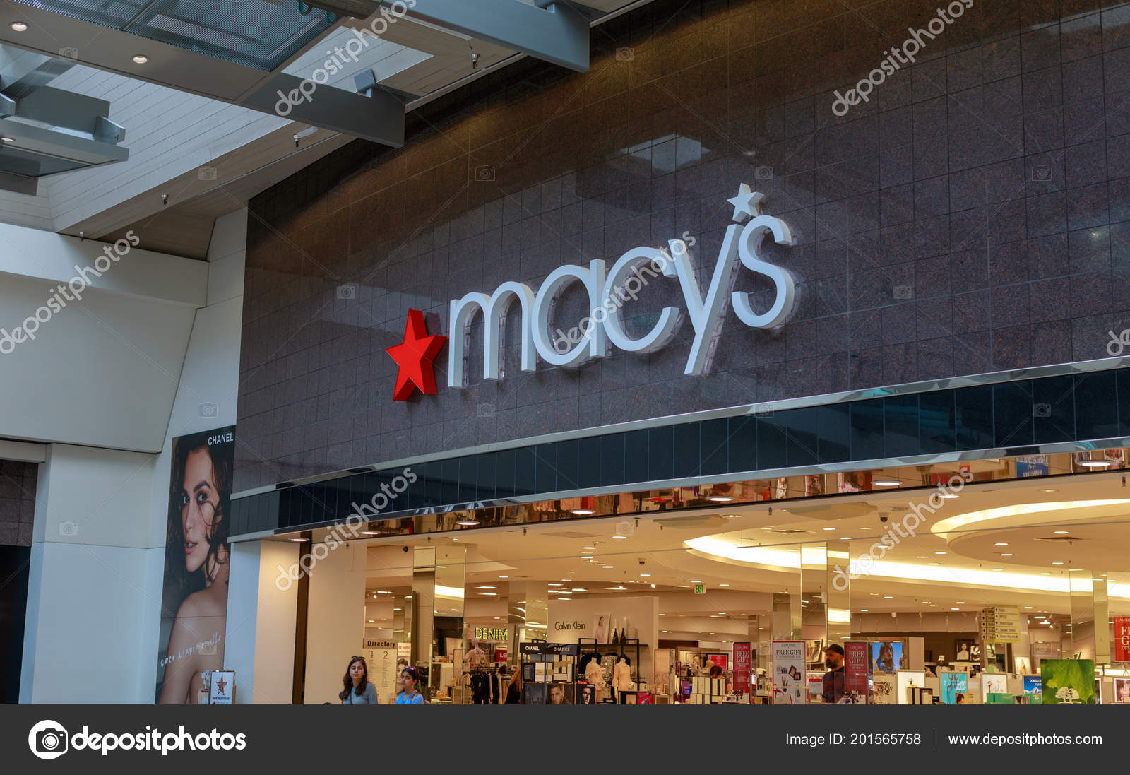 Store En Stock Portland Oregon May 2018 Macy Department Store Washington Square