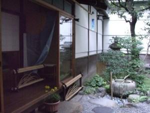 Innergård i machiya som tillför ventilation och ljus. (Foto: hyamaoka)