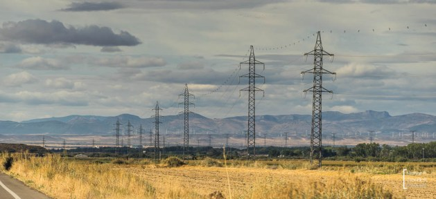 Aragon, Windkraft und Strommasten
