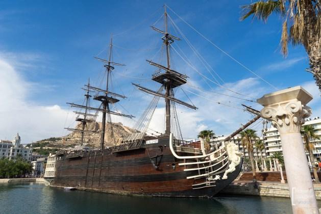 Puerto de Alicante, Nachbau des spanischen Linienschiffes Santissima Trinidad das vor Trafalgar sank