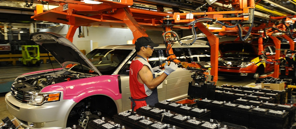 OAKVILLE, ONTARIO, CANADA, June 3, 3008ÑFord Motor Company employee helps build the all new 2009 Ford Flex at the Oakville Assembly Plant. Ford marked the official launch of production during an employee celebration and plant tour.  Photo by: Sam VarnHagen/Ford Motor Co.