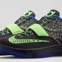 "Nike KD 7 ""Electric Eel"" Official Images & Release Date"