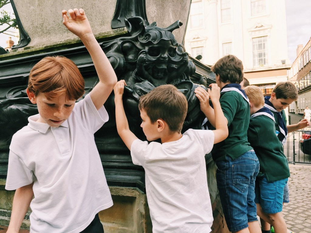 St Andrews Cub pack learn all about the history of Bedford Town