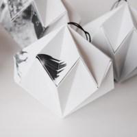 Fold en papirdiamant i sort og hvidt papir