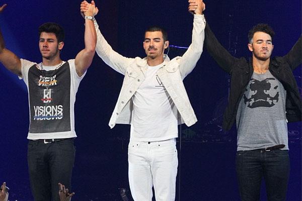 Nick, Joe & Kevin Jonas