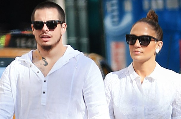 EXCLUSIVE: Jennifer Lopez and Casper Smart take a romantic walk in NYC.  Pictured: Jennifer Lopez and Casper Smart Ref: SPL1046242  060615   EXCLUSIVE Picture by: XactpiX/Splash  Splash News and Pictures Los Angeles:	310-821-2666 New York:	212-619-2666 London:	870-934-2666 photodesk@splashnews.com