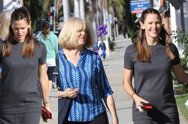 Jennifer Garner and Ben Affleck's mother, Christine Anne Boldt are seen in Los Angeles, California.  Pictured: Jennifer Garner Ref: SPL1186304  291115   Picture by: Bauer-Griffin/Bauergriffin.com