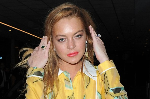 lindsay lohan broke desperate debt