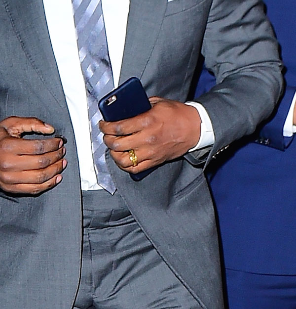 dating ring katie Katie holmes sparked engagement rumors when she wore a ring on that finger, but her rep says it's not what it looks like instead, it turns out the actress was wearing the sparkler on her left.