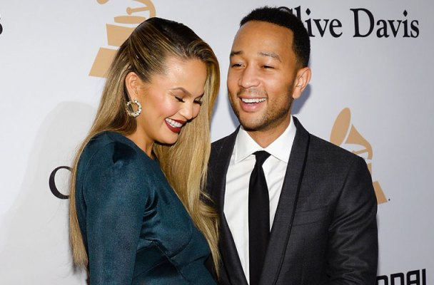 chrissy teigen pregnant baby john legend luna first days home