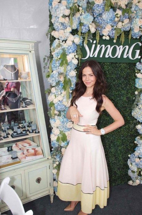 Tammin-Sursok-Trying-on-Simon-G-Jewelry-at-OCRFA's-3rd-Annual-Super-Saturday-LA2[1]