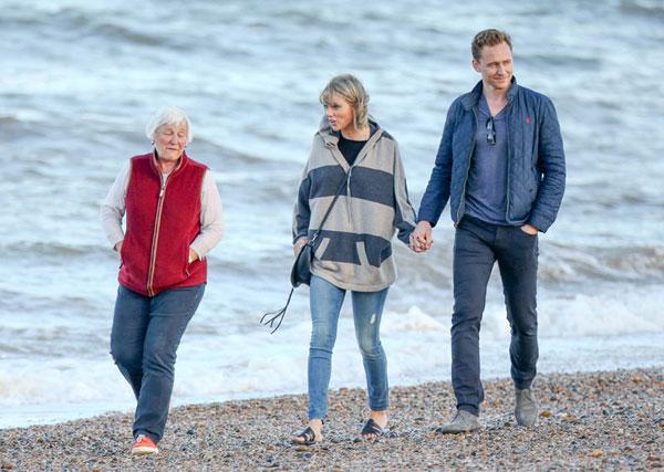 taylor-swift-tom-hiddleston-mom-england-hiddleswift-pics-12