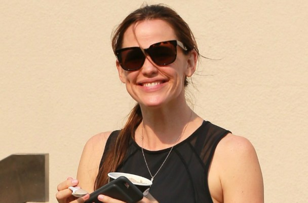 jennifer-garner-ben-affleck-stall-divorce-workout-video
