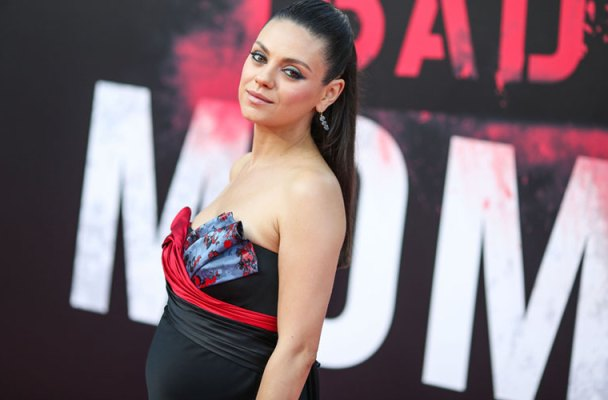 Mila Kunis Pregnant Baby Bump Bad Moms Premiere Red Carpet Pics