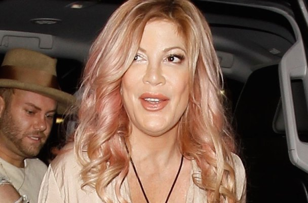 Tori Spelling Cleavage Boobs Reality Show Weight Gain PIcs