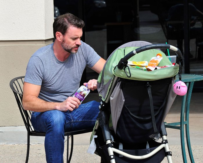 Scott Foley Runs Errands With His Son
