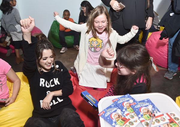 disney-channel-star-austin-ally-laura-marano-nintendo-3ds-girls-love-gaming-event-pics-1