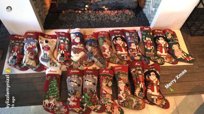 rob-kardashian-blac-chyna-christmas-diss-pics-10