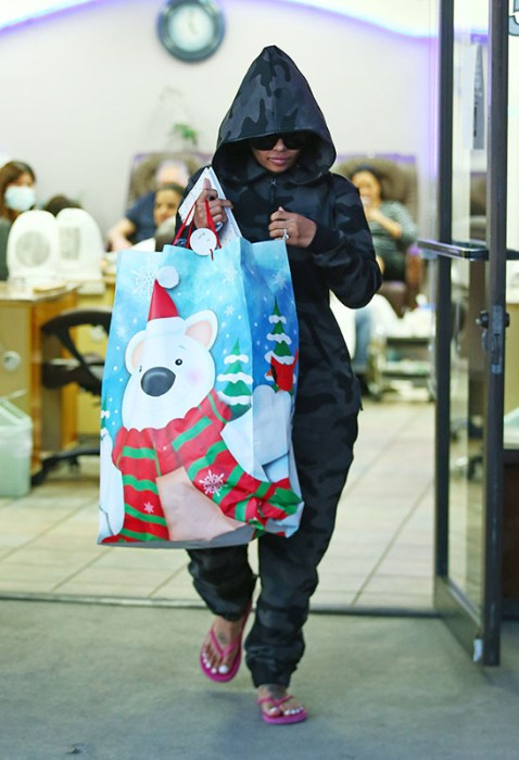 rob-kardashian-blac-chyna-christmas-diss-pics-3