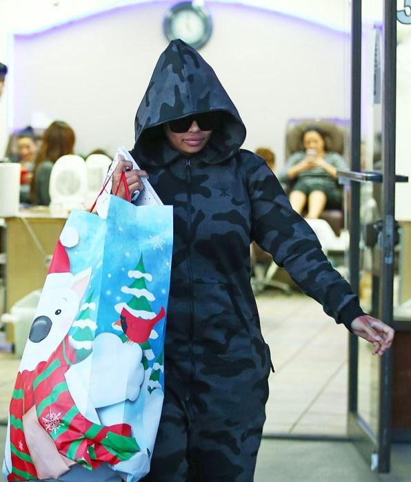 rob-kardashian-blac-chyna-christmas-diss-pics-4