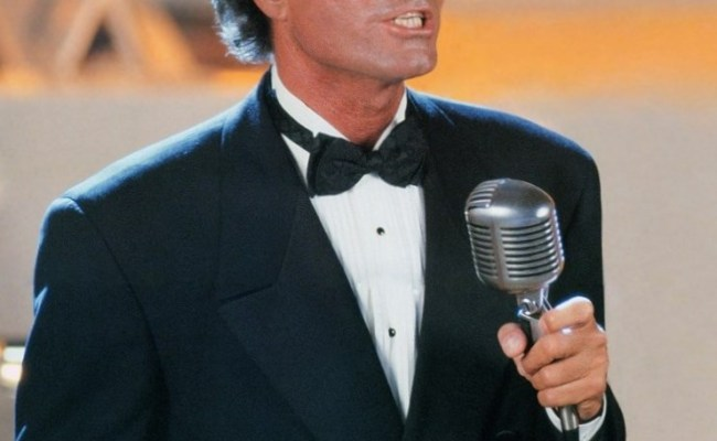 Julio Iglesias Height Weight Age Body Measurements