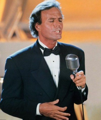 Julio Iglesias height, weight, age. Body measurements.