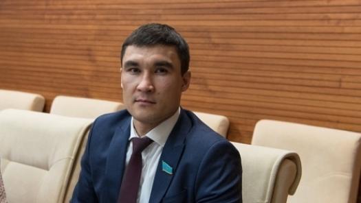Серик Сапиев станет учителем английского языка в сельских школах