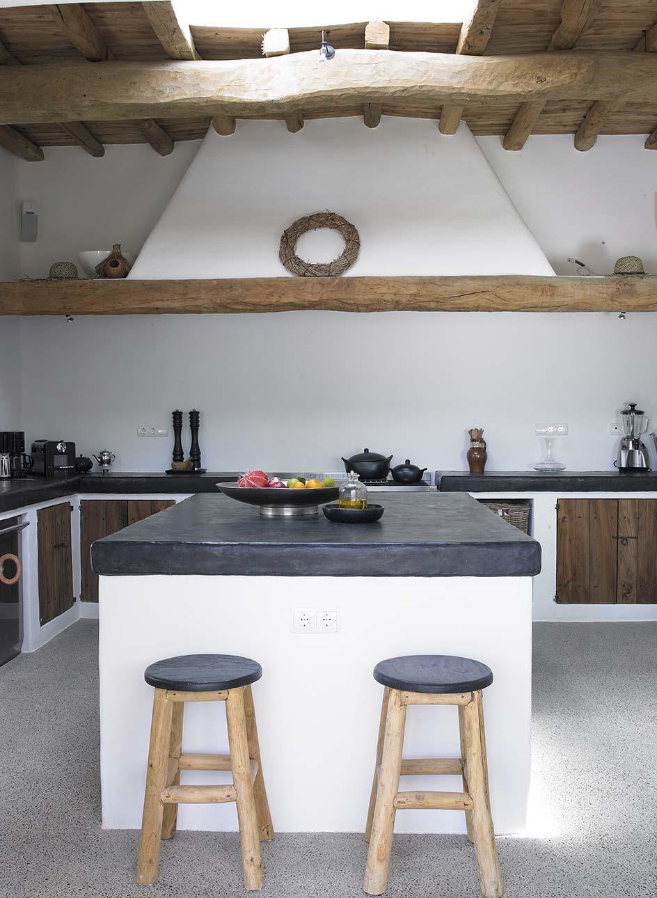 Cucina In Muratura Con Mensole | Realizziamo Cucine In Stile ...