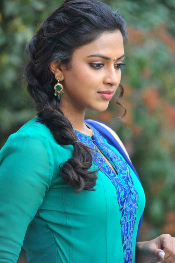 Girl In Saree Hd Wallpaper Amala Paul Favourite Food Colour Hairstyle Perfume Hobbies