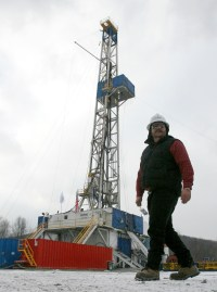 drilling rig worker,rotarydrilling rig,canadadrilling rig_