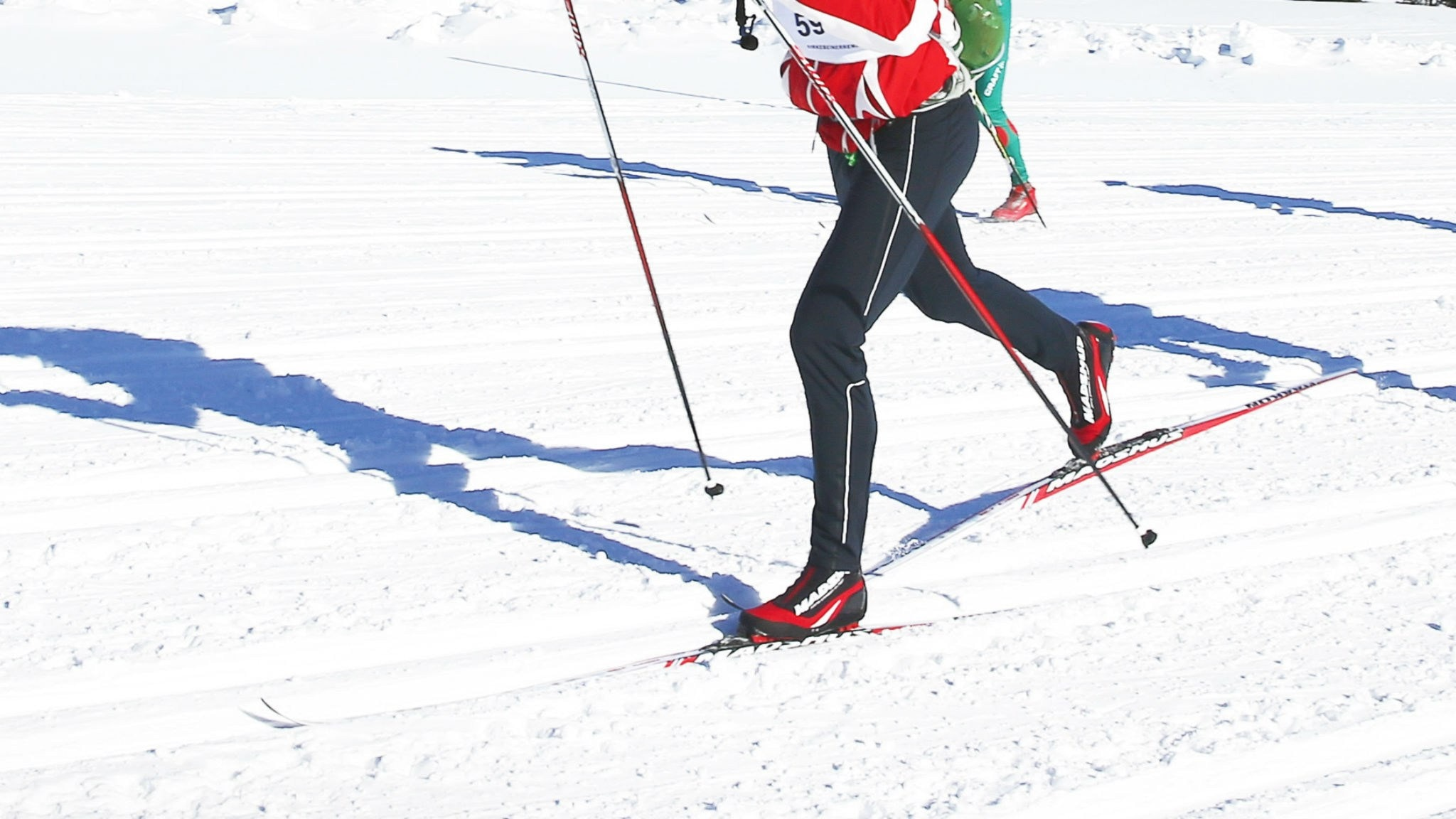 Osmo och Kyrtti tävlar på skidor – men oj,oj… / Osmo ja Kyrtti hihtovat kilpaa – mutta voi,voi ...