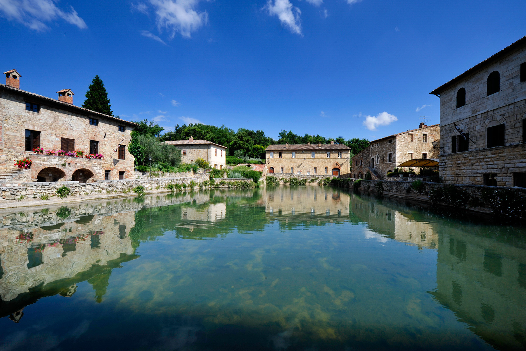 Bagno Vignoni Free Thermal Baths Tours And Itineraries In Tuscany Visiting Cortona Montepulciano