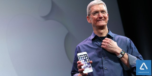 Tim Cook tại buổi giới thiệu iPhone 6 và Apple Watch (Photo by Justin Sullivan/Getty Images)