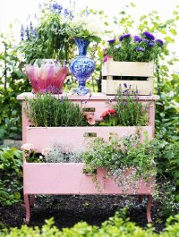 15+ Ways To Recycle Your Old Furniture Into A Fairytale ...