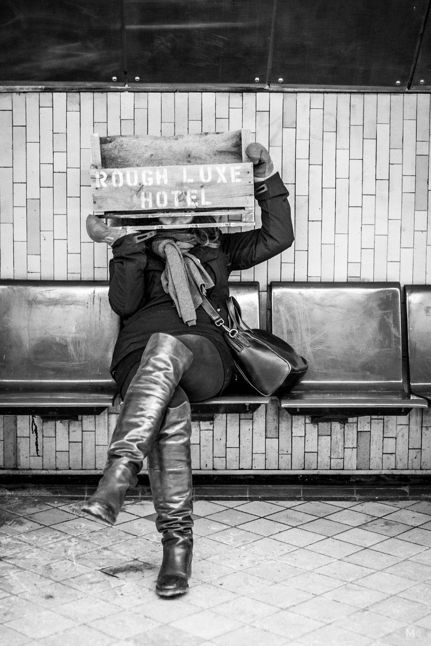 La fidanzata del fotografo Mikaël Theimer è timida, ma i suoi ritratti sono un capolavoro di tenerezza