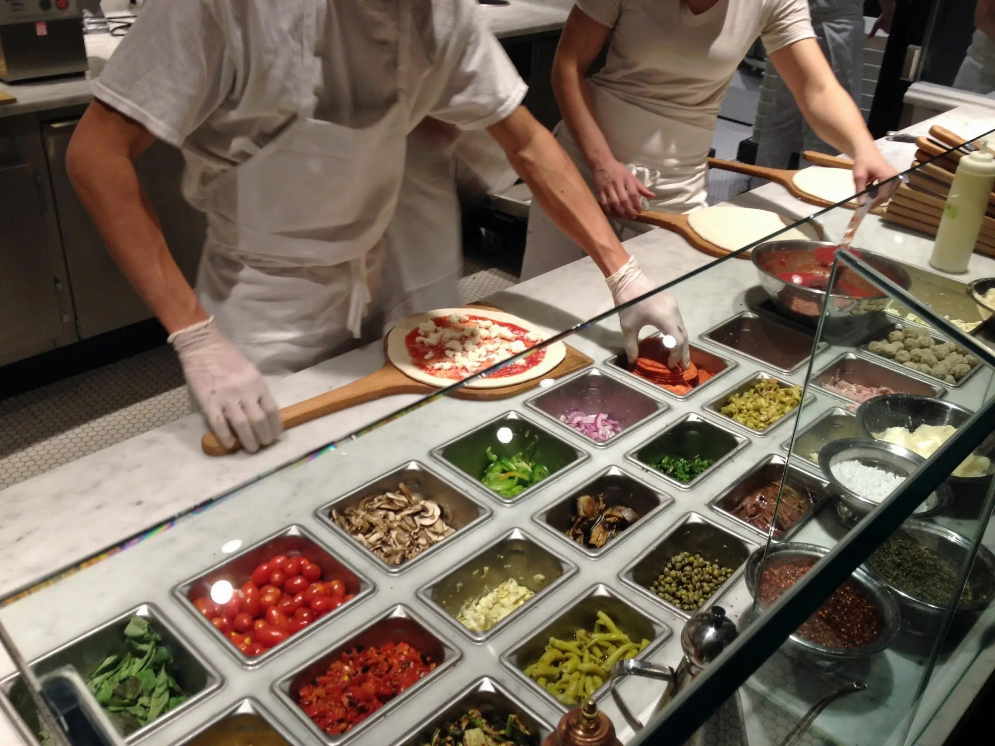 Juegos De Cocina De Hacer Pizza See What It 39s Like To Eat At Chipotle 39s New Pizzeria In