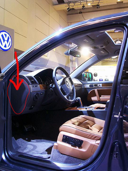 Volkswagen Touareg Questions - where is the interior light fuse in