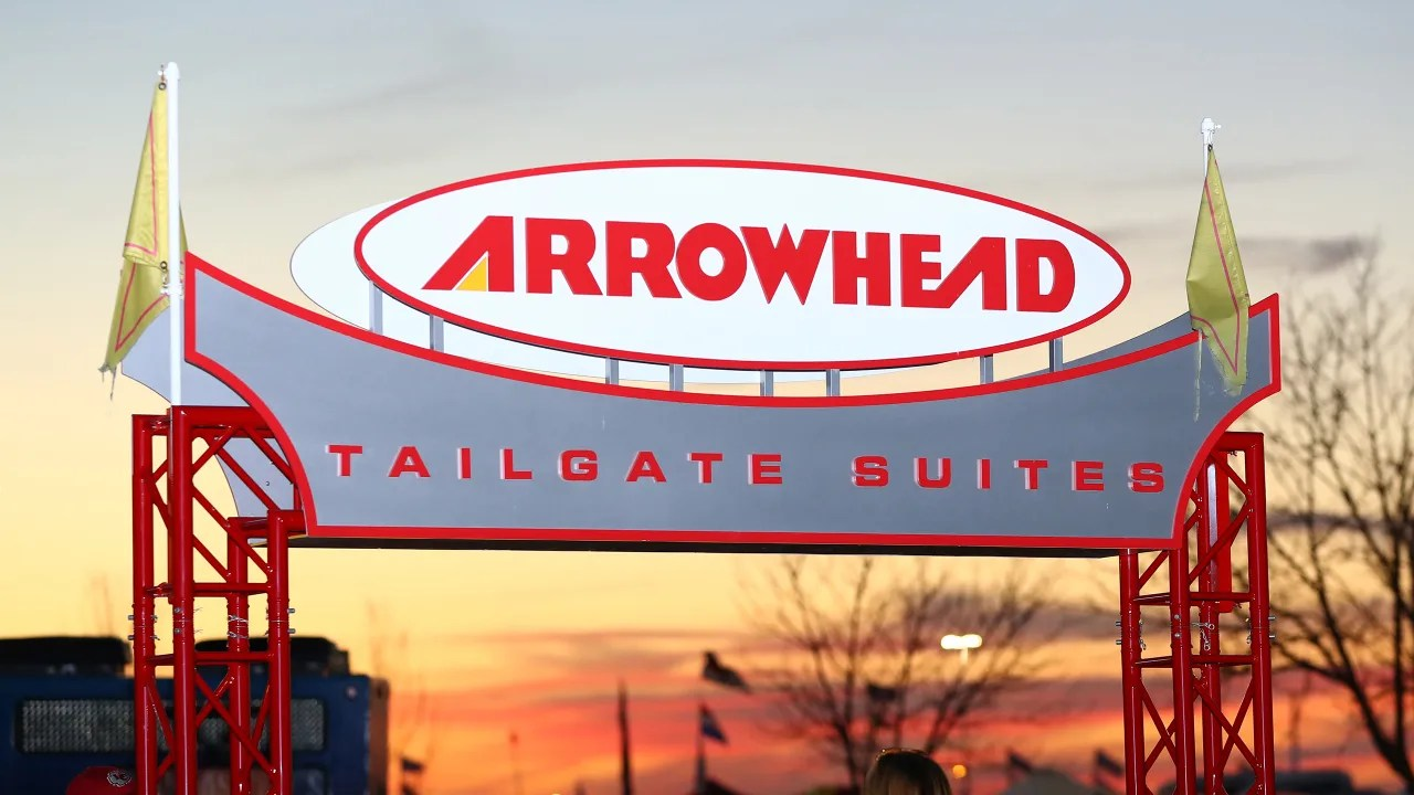 Arte Replay Wolf Hall Arrowhead Tailgate Suites
