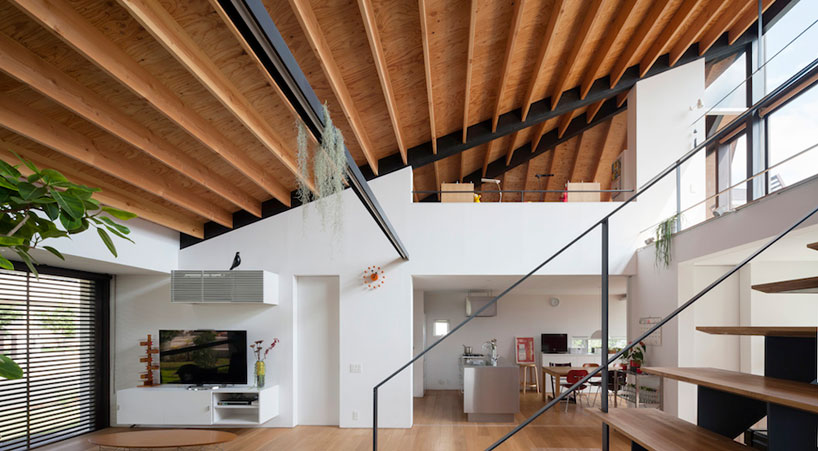 Holzdecke House With A Large Hipped Roof By Naoi Architecture