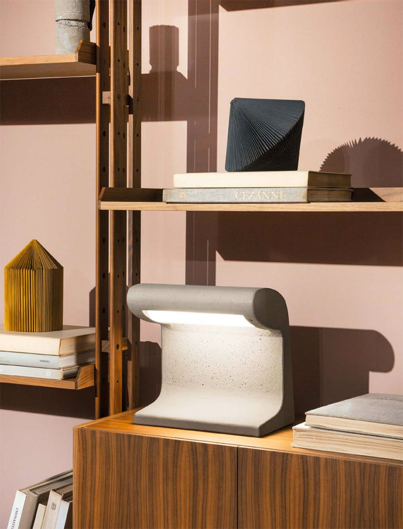 Beton Brut Interieur Maison Le Corbusier S Borne Béton Lamp Rereleased By Nemo Lighting