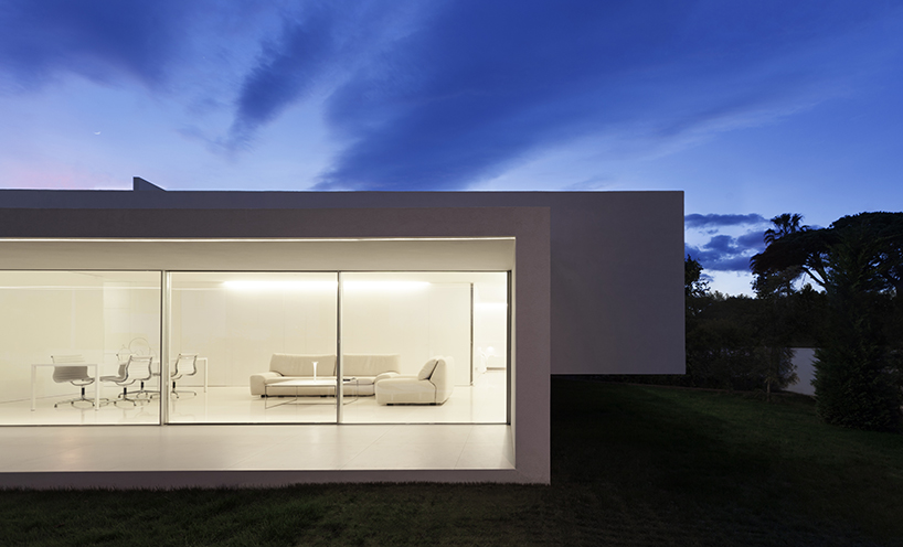 Structural Design Of Roof Garden Fran Silvestre Intersects Two Volumes To Form Breeze House